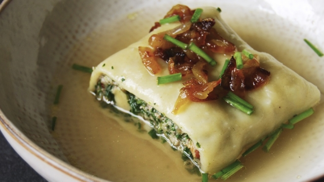 German spinach and meat ravioli -- Maultaschen